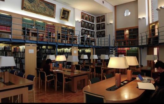 経済学部図書室B 画像